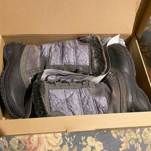 Women's The North face Winter Boots, Size 9, Gray